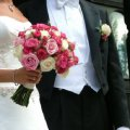bukiet slubny z kolorowych roz