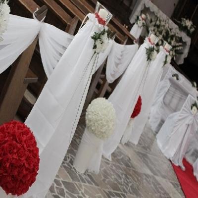 dekoracja kwiatowa w kosciele
