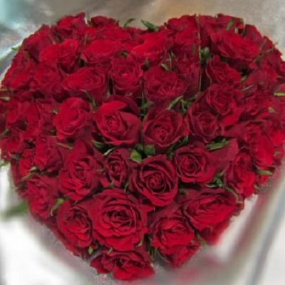 wieniec pogrzebowy 13 serce z czerwonych roz